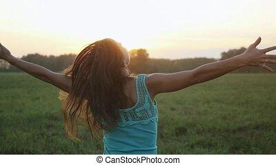 danse femme, soleil, motion., jeune, clair, lent, coucher soleil, séduisant, dehors, par, briller