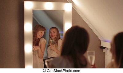 danse, filles, deux, ensemble, primp, miroir, sourire