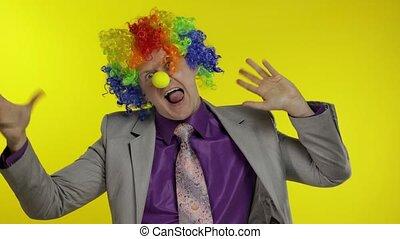 danse, idiot, clown, fabrication visages, homme affaires, entrepreneur, travail, célébrer