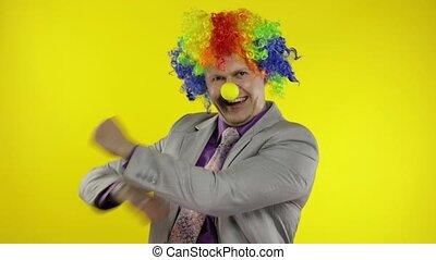 danse, idiot, perruque, clown, fabrication visages, homme affaires, entrepreneur, célébrer