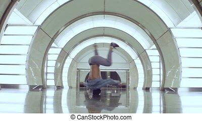 danse, jeune, station, métro, brakedance., homme
