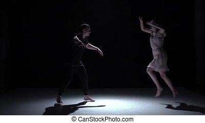 danse lente, couple, danseurs, contemporain, mouvement, gracieux, noir, ombre