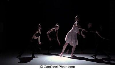 danse lente, danseurs, contemporain, mouvement, continuer, cinq, performance, noir, ombre