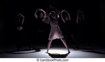 danse lente, danseurs, contemporain, mouvement, début, cinq, noir, ombre