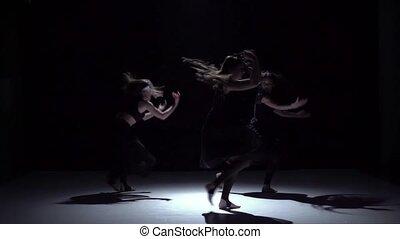 danse lente, danseurs, trois, contemporain, mouvement, début, gracieux, noir, ombre