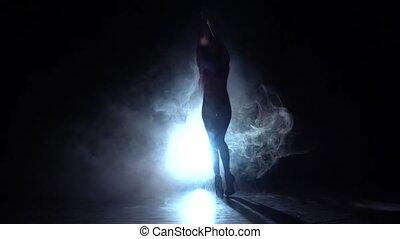danse lente, silhouette., mouvement, arrière-plan., fumée noire, strip-teaseuse