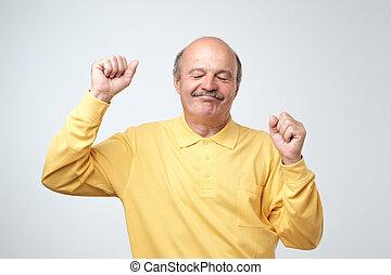 danse, sur, arrière-plan., en mouvement, mûrir, blanc, homme, heureux