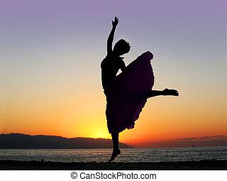 dansende, hos, solnedgang