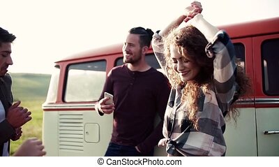 danser., campagne, jeune, roadtrip, par, amis fille