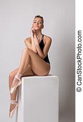 danser, sensueel, ballet, zittende , het poseren, kubus