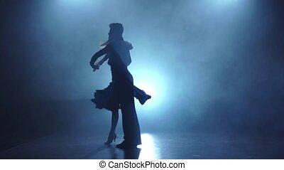 danseurs, enfumé, couple, gracieux, lent, poser, mouvement, latino
