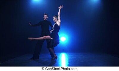 danseurs, fumée, contemporain, professionnel, danse lente, paire, mouvement