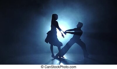 danseurs, rumba, danse, exécuter, silhouette, lent, paire, mouvement