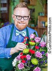 dapper, homem, trabalhando, em, loja flor