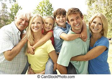 dar, abuelos, padre, espalda, cerdito, madre, niños