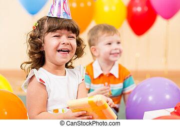dar, barwny, dziecko, dziewczyna, balony, szczęśliwy