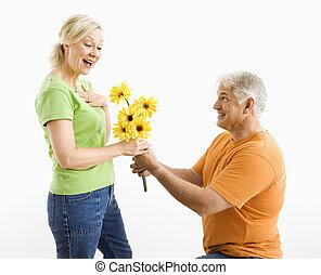 dar, mulher, bouquet., homem