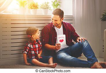 dar, tarjeta, familia feliz, hija, padre, papá, day., saludo
