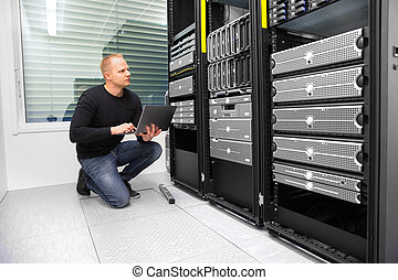 datacenter, לצפות, יועץ, מחשב נייד, שרתים, בזמן, להשתמש