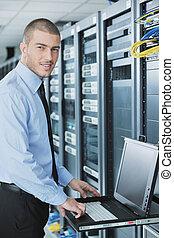 datacenter, 部屋, 若い, それ, サーバー, engeneer