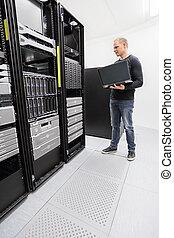 datacenter, ingénieur, moniteur, systèmes, il
