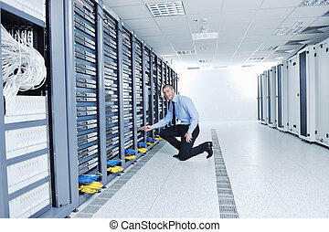 datacenter, salle, jeune, il, serveur, ingénieur
