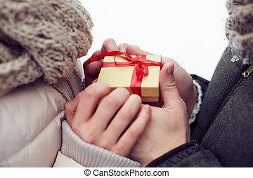 date, cadeau