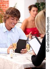 date, dans, a, restaurant