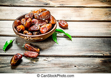 Dates in bowl.