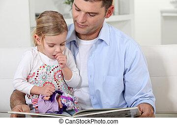 daughter., fader, läsning, henne