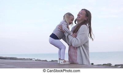 daughters., corre, ella, mamá, madre, bebé, encontrar,...