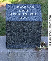 dawson, 2, pietra, tomba