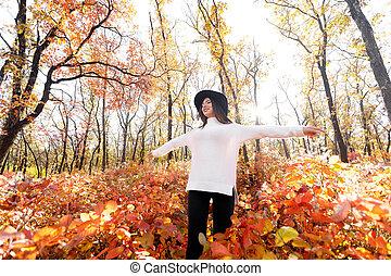 day., femme, ensoleillé, parc, automne, amusement, avoir, heureux