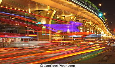 de alta velocidad, urbano, noche, paso superior, vehículos, debajo, caminos