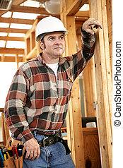de arbeider van de bouw, nadenkend