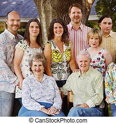 de familie van meerdere generaties, hereniging