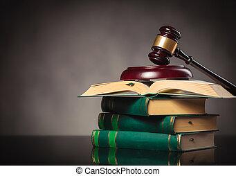 de gavel van rechter, op, een, menigte van boeekt