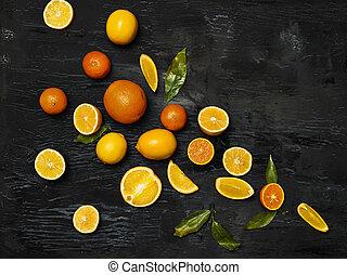 de, groep, verse vruchten, tegen, zwarte achtergrond