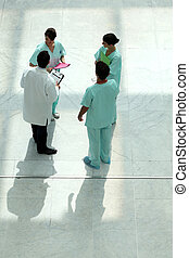 de hoge mening van de hoek, van, een, medisch team, kletsende, in, een, atrium