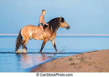 de, jongen, paardrijden, een, paarde, in, de, sea.