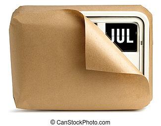 de klok van de muur, en, kalender, gewikkelde in bruin papier, vrijstaand, op, een, witte achtergrond, het tonen, juli