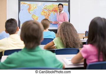 de leraar van de basisschool, in, aardrijkskunde, stand