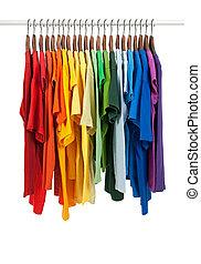 de madera, colores, perchas, camisas, arco irirs