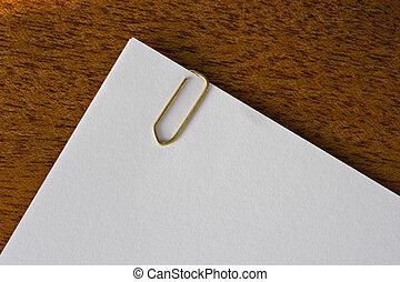 de madera, desk., paperclipped, blanco, páginas, acostado