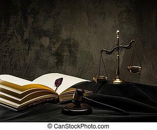 de madera, escalas, juez, martillo, manto