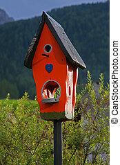 de madera, rojo, birdhouse, aislado