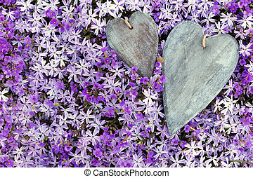 de madera, saludo, dos, terreno, corazones, flores, tarjeta