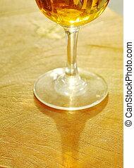 de madera, vidrio, aguardiente, tabla