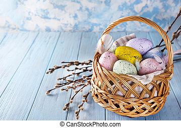 de mand van pasen, gevulde, met, kleurrijke, eitjes, op, een, blauwe achtergrond