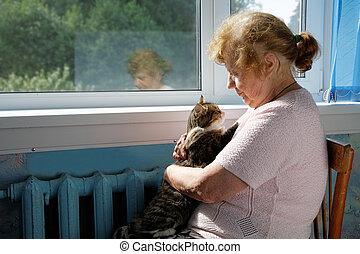 de, oude vrouw, houden, kat, in, een, schoot